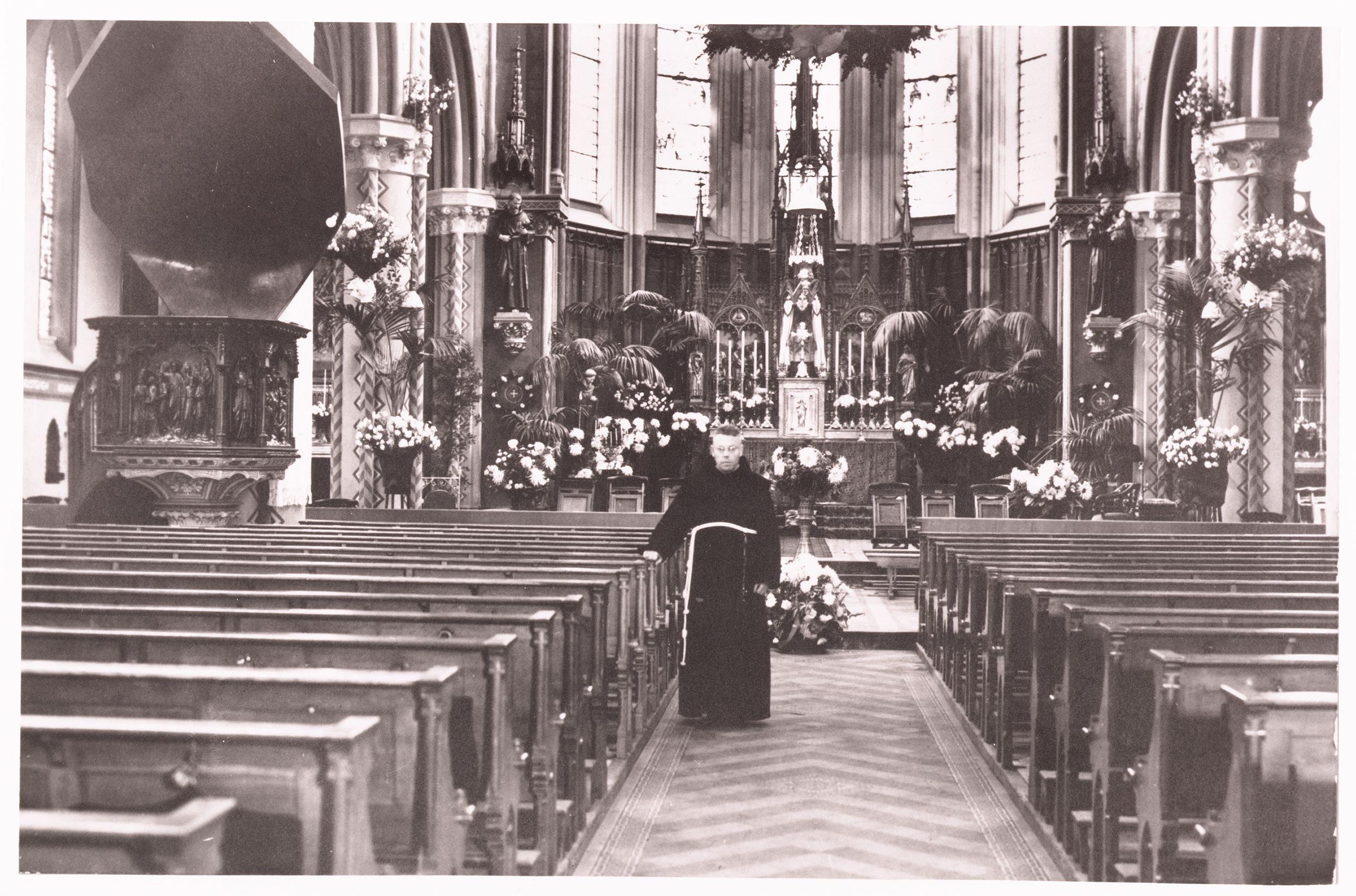 w2639 interieur bonaventurakerk 1942