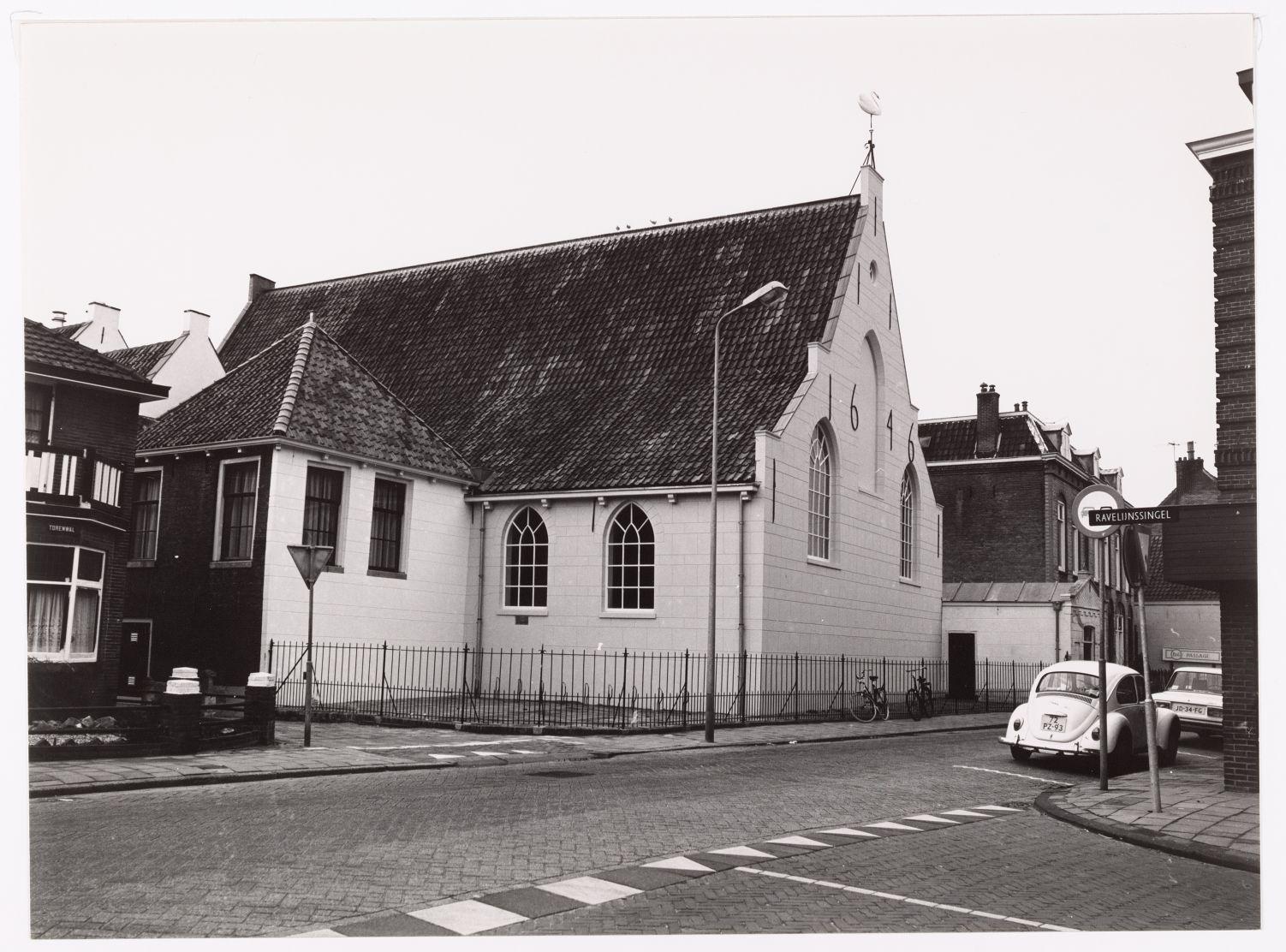 De Evangelisch-Lutherse kerk te Woerden was aanvankelijk een tegen de stadswal aangebouwde schuilkerk; na de afgraving van de wallen aan het eind van de 19e eeuw kwam de hier afgebeelde achterzijde van de kerk aan de Nieuwstraat