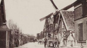 De Overtocht rond 1900 met de korenmolen van de familie Dam.
