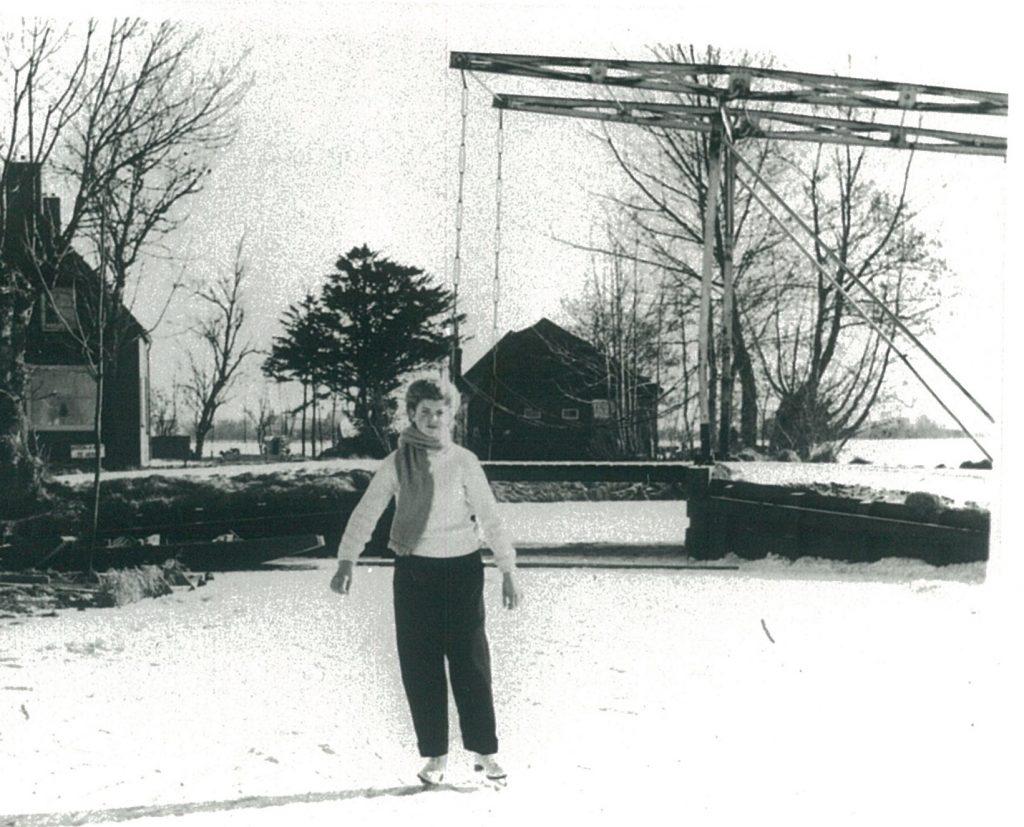 De Vieressenbrug, gefotografeerd in een winter aan het begin van de jaren 60 van de vorige eeuw.