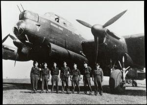 Dit geallieerde vliegtuig stortte neer in de buurt van Oudewater. De bemanning kwam hierbij om het leven (fotonummer G0662).