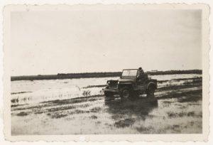 Inundatie in 1945 ter hoogte van Boveneind tussen Benschop en IJsselstein (fotonummer L0774).