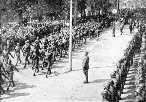 Op 4 mei 1940 werd er op de Westdam een parade gehouden door gemobiliseerde Nederlandse militairen.