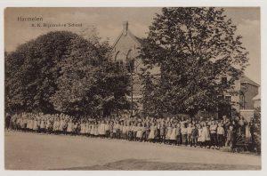 De Sint-Bavoschool aan de Dorpsstraat in de jaren 1910 (fotonummer: H0753).